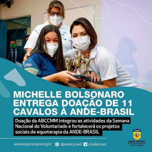 Michelle Bolsonaro entrega doação de 11 cavalos à ANDE-BRASIL