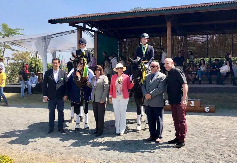 Vencedores do GP Freestyle com juízes e dirigentes (foto ABCCH e CBH - divulgação)