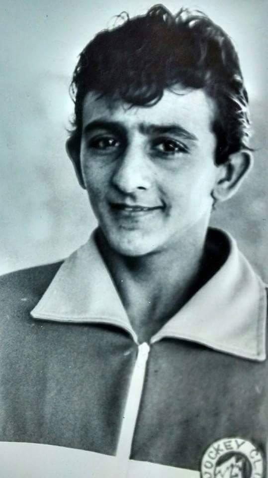 Antonio Queiroz  com 16 anos ele já montava no Jockey Club de Fortaleza, onde foi considerado o melhor aprendiz.