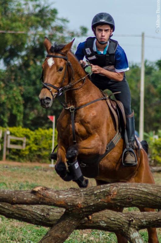 Foto: Felipe Honório e Jaklana Kam campeão de Força livre – créditos: Milton Buzon