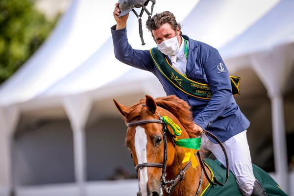 Volta da vitória do campeão Zé Roberto Reynoso Fernandez Filho com Azrael W (foto de Luis Ruas)