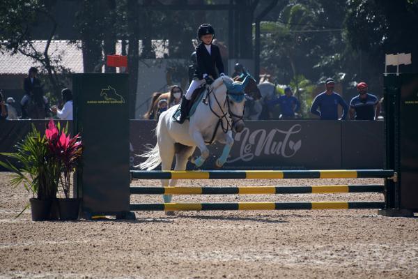 Gabriela Nagy Kovalsky Shoel, 7 anos, campeã brasileira Escolas Preliminar (Tupa Video)