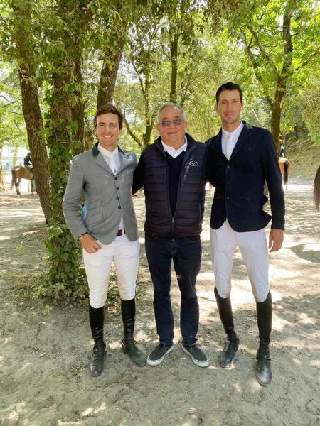 O técnico Philippe Guerdat com Felipe Amaral e Pedro Muylaert em Royan, França (Divulgação CBH)