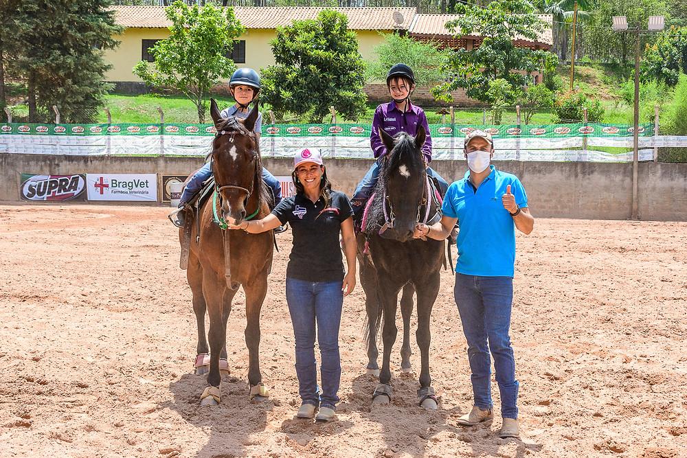 Malu Moreira (campeã) e Pedro Belatto Poço (vice) - Categoria Kids (Machado Fotografia Equestre)