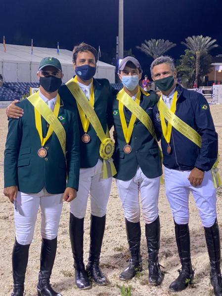 Rodrigo Pessoa, Francisco Azevedo, Yuri Mansur e Rodrigo Lambre (Acervo particular)
