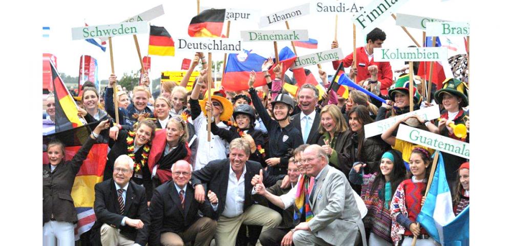 Já está em pleno andamento o German Friendships, que acontece em Herford, na Alemanha (de 28/7 e 02/08). Nessa quarta-feira, 29/7, os jovens talentos brasileiros Thales Marino (campeão brasileiro mirim 2015) e Giulia Scampini (bicampeã americana junior 2013/2014) participam de uma sessão de treino com o bicampeão olímpico alemão Lars Nieberg (ouro por equipes em Altanta 1996 e Sydney 2000).