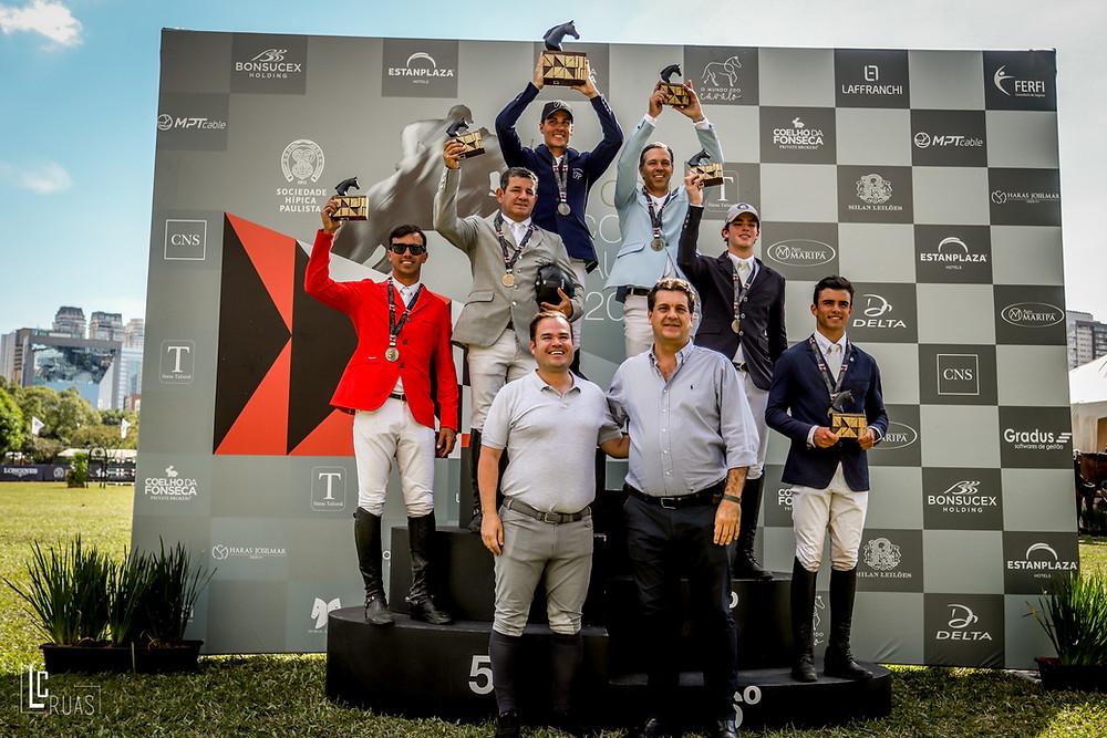 Ronaldo Bittencourt Filho e Cacá Leão em flash com os vencedores da Copa Ouro (Luis Ruas)