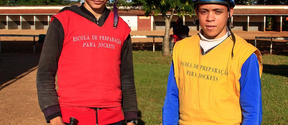 Jóqueis e aprendizes treinam em Campinas