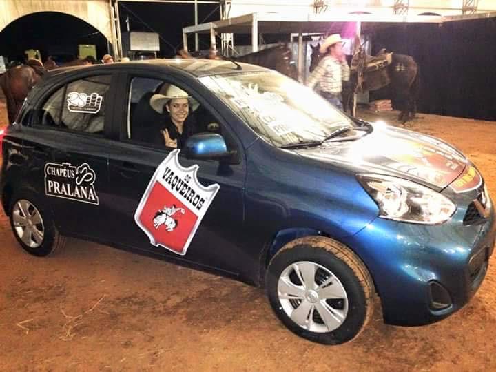 """a soma dos pontos acumulados em três dias de competição deram a Letícia Mamede o título de campeã e a posse de um Nissan March """"zero km""""."""
