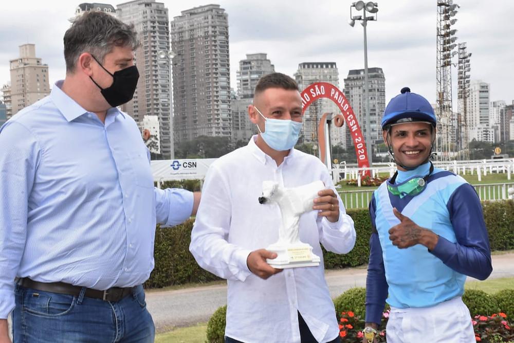 Premiação do campeão Mahatma Rach (foto Porfirio Menezes)