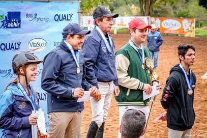 Pódio da categoria Nível IV 1,20m. Da esquerda para direita Greta Panhozzi,  Renan Guerreiro, José Diniz, Renato Vidotto e Marcio Seite