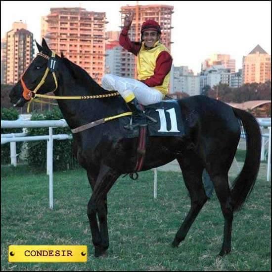 A.Queiroz, com 16 anos ele já montava no Jockey Club de Fortaleza, onde foi considerado o melhor aprendiz.