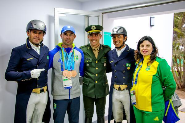 Mauro Pereira Jr, reserva, com merecida medalhas  (Carola May)