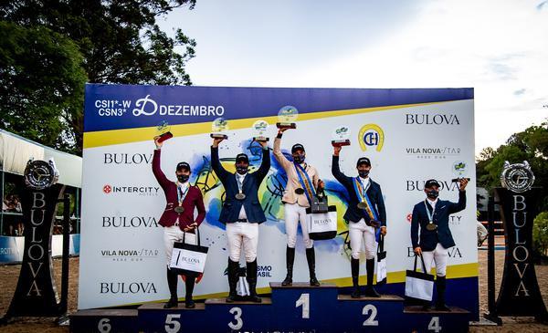 Comemoração no pódio do GP com quatro brasileiros e um argentino (João Markun)