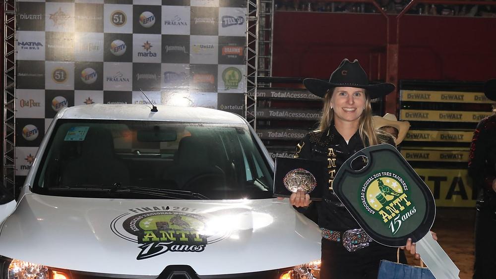 Ana Carolina Cardozo, ano passado quando conquistou seu primeiro título. Ela chega à final, pelo terceiro ano, na liderança do ranking buscando o bicampeonato Foto: Lucas Campos