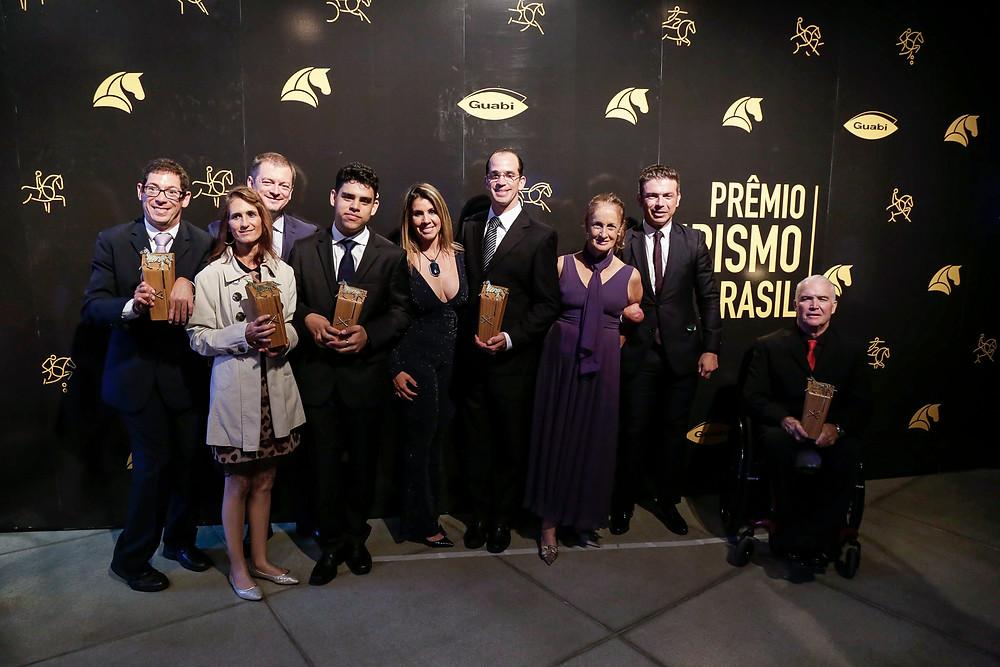 Andrew Parsons e Marcela Parsons com os premiados do Adestramento Paraequestre (Marcelo Pereira)