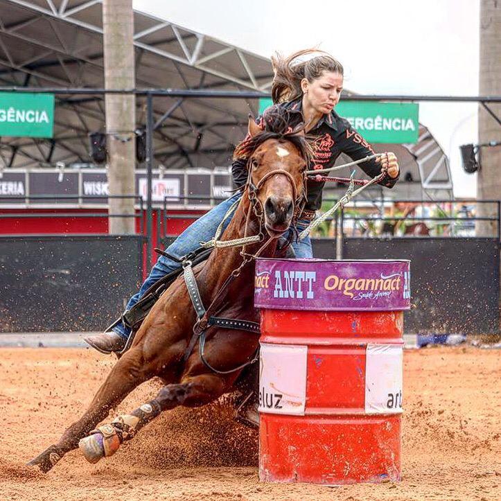 os 31 anos de idade, Thais Munique Morais é uma das 22 competidoras classificadas para a final da Associação Nacional dos Três Tambores - ANTT, o principal campeonato da modalidade no Brasil e que se encerra nos dias 13 e 14 de setembro, em Jaguaríuna/SP.