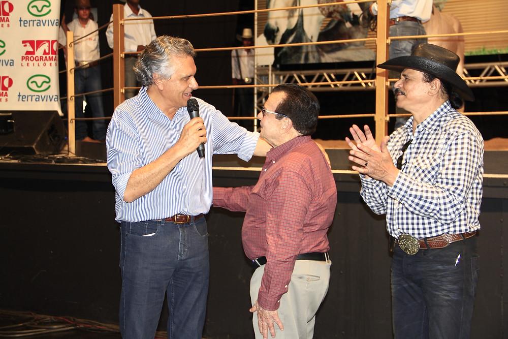 Ronaldo Caiado, senador; Valdomiro Poliselli, da Red Eventos, e Eduardo Araujo, cantor e criador.