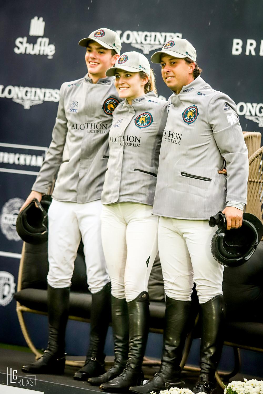 Thales, Giulia e Zé Luiz no trono dos campeões junto ao pódio (Luis Ruas)