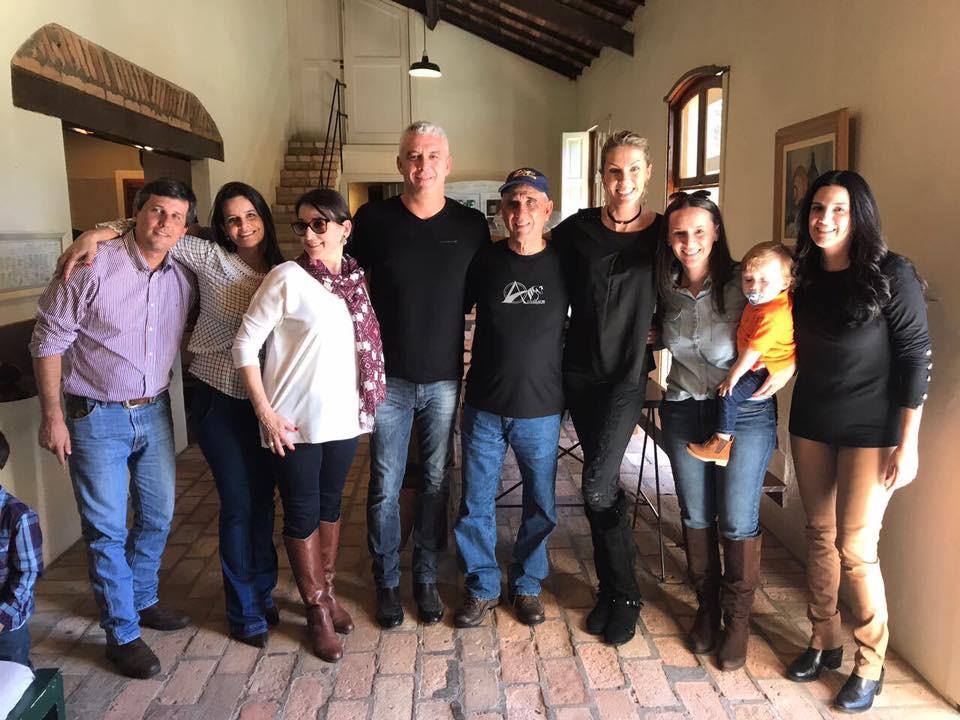 Ana Hickmann e família com Amigos da Atrelagem