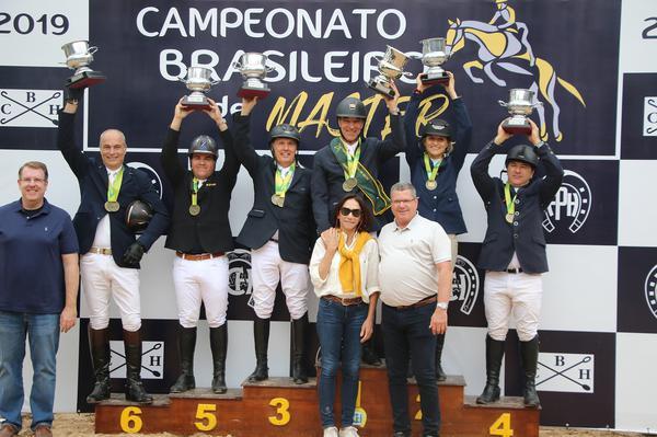 Os campeões da categoria Master 1.20m (C. May)