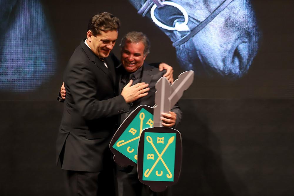 O campeão Artemus de Almeida com Ronaldo Bittencourt Filho  (Luis Ruas)