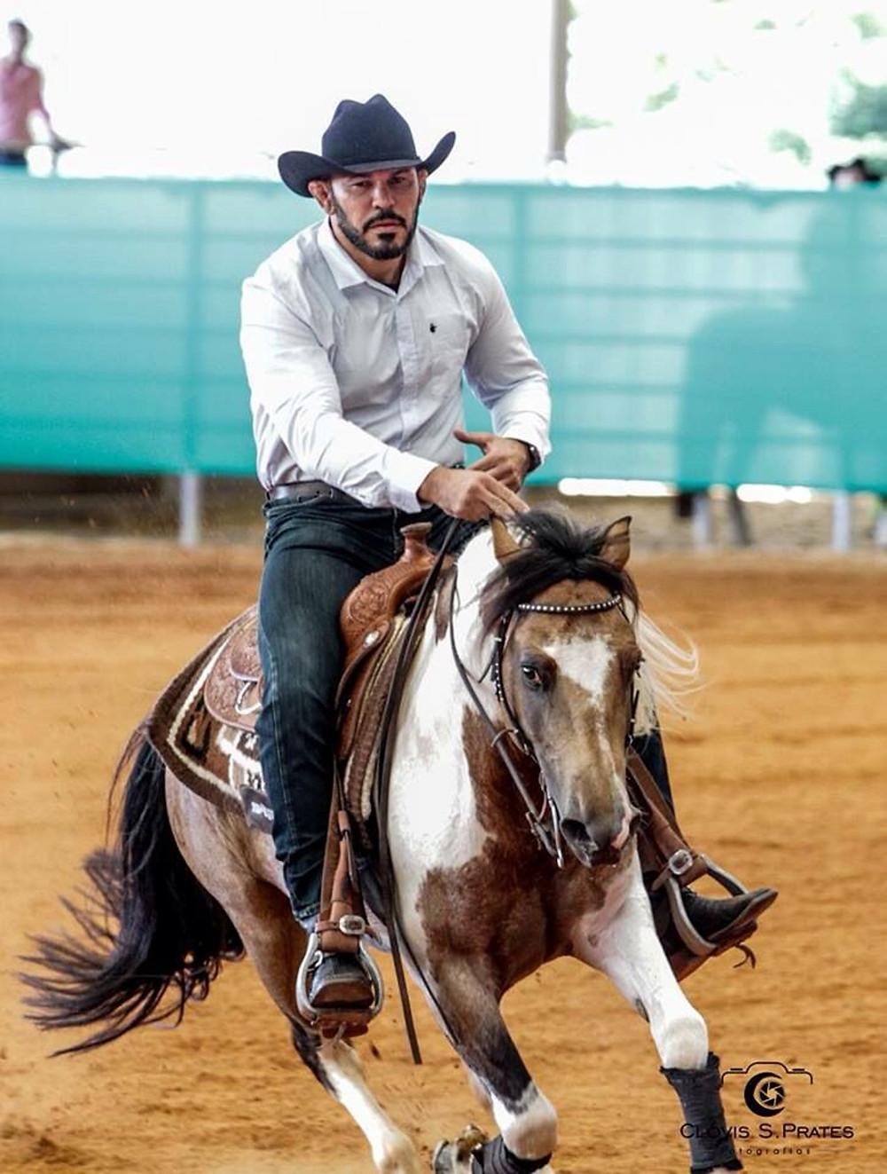 Rodrigo Minotauro: dos ringues às pistas na modalidade Rédeas (Clovis Prates)