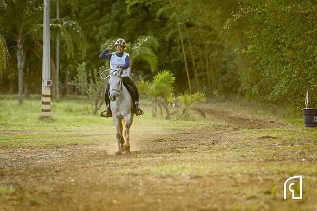sábado (07/01), a bicampeã brasileira de Enduro - Mônica Graziano - na categoria 3* 160km, montando Lamia CRH, de propriedade do Haras Morada do Sol, leva o Brasil para as trilhas da HH Cup Sheikh Mohammed Bin Rashid Al Maktoum Endurance Cup
