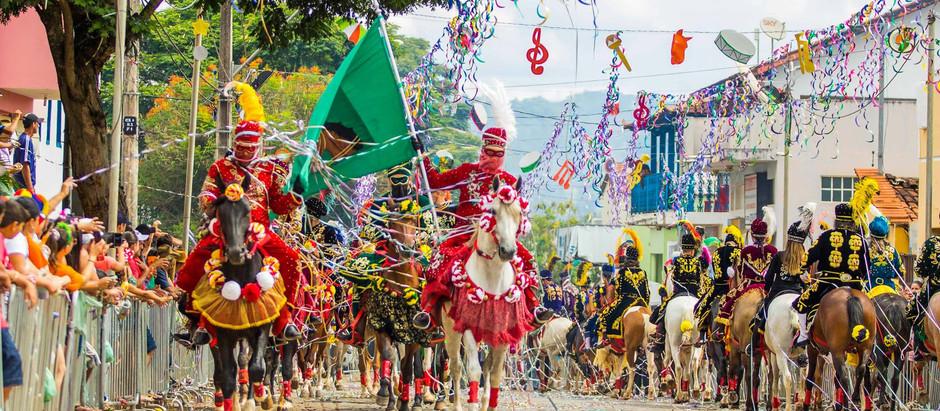Carnaval a Cavalo é a principal atração de Bonfim, na região central de Minas Gerais