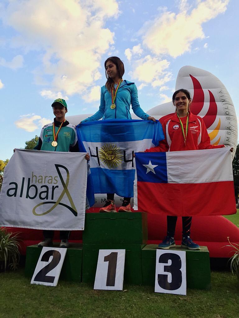 Victória Marchesini, 19 anos, subiu ao pódio competindo na categoria Junior, com a bandeira do Haras Albar.