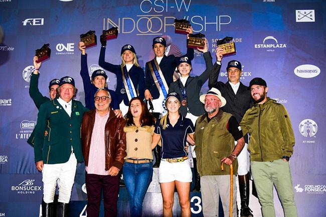 Os campeões individuais comemoram em clique para a posteridade