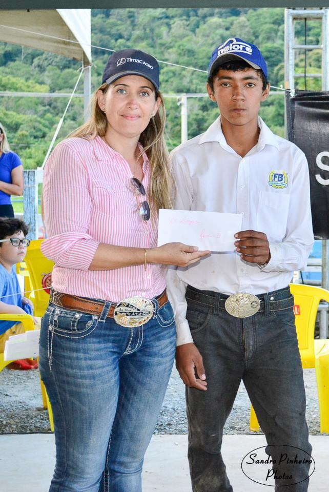 o jovem cavaleiro Jackson Fernando que, com o animal Mary Jay, ficou em 2º lugar na categoria Jovem B. Com muita responsabilidade, Jackson representou a Agência PRO1, o CT Sônia Fernandes e o Centro Hípico Pagliato.