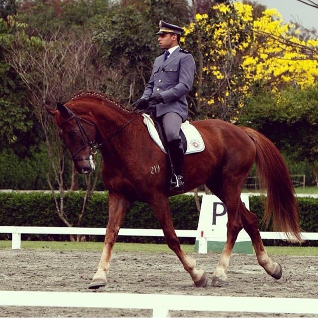 Syllas Jadach é pós-graduado pela Escola de Equitação do Exército e cavaleiro há 20 anos