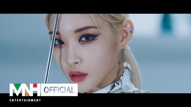 """청하(CHUNG HA) - """"Snapping"""" Official Music Video"""