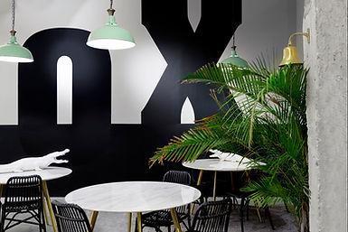 Intérieur, café, coworking, espace professionnel, décoration, architecture d'intérieur, restaurant, table, chaise, suspension, graphisme, peinture