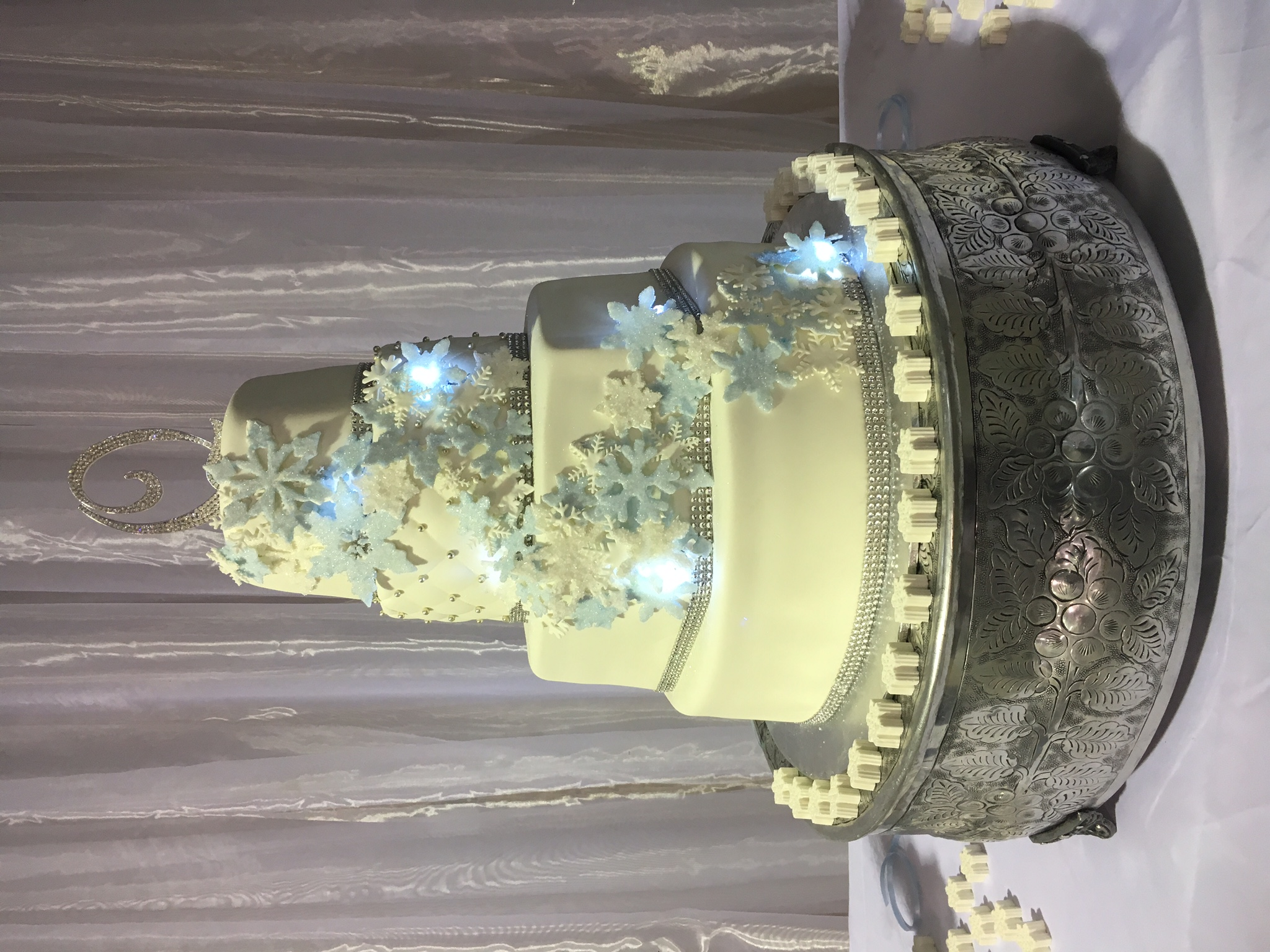 2016-12 lighted snowflake wedding cake