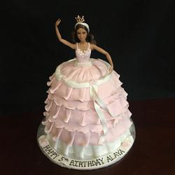 2018-06 BARBIE DRESS CAKE