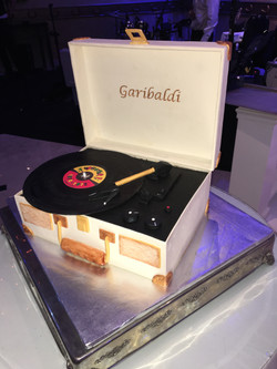 2017-03-11 GARIBALDI PHONOGRAPH GROOM CAKE