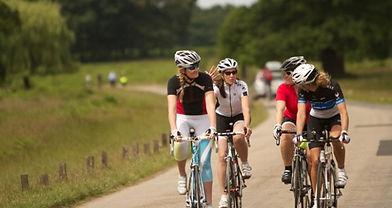Chatting-on-road-bikes-ed-620x329.jpg