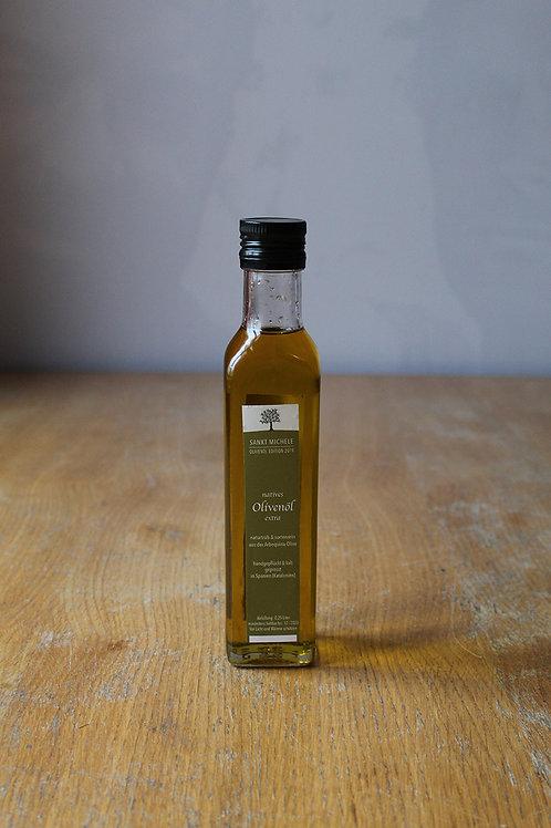 natives Olivenöl naturtrüb aus der Arbequina Olive