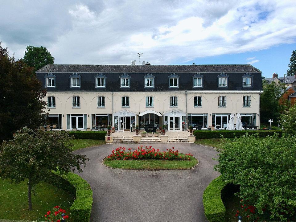 Bâtiment-de-hôtel-restaurant-Le-Pré-Sain