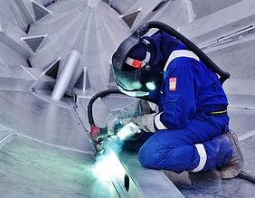 welder-expert-4374635_1920.jpg