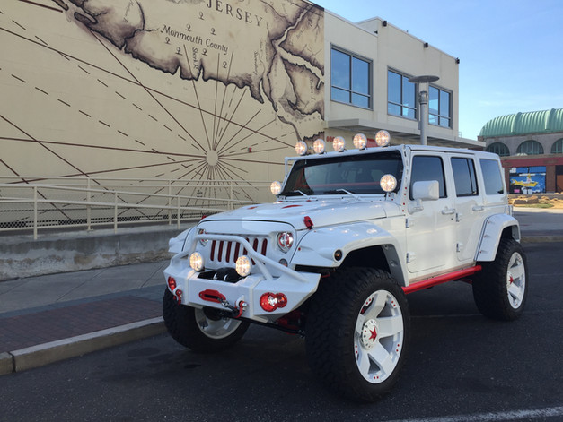 WHITE RED URBAN JEEP - 2016