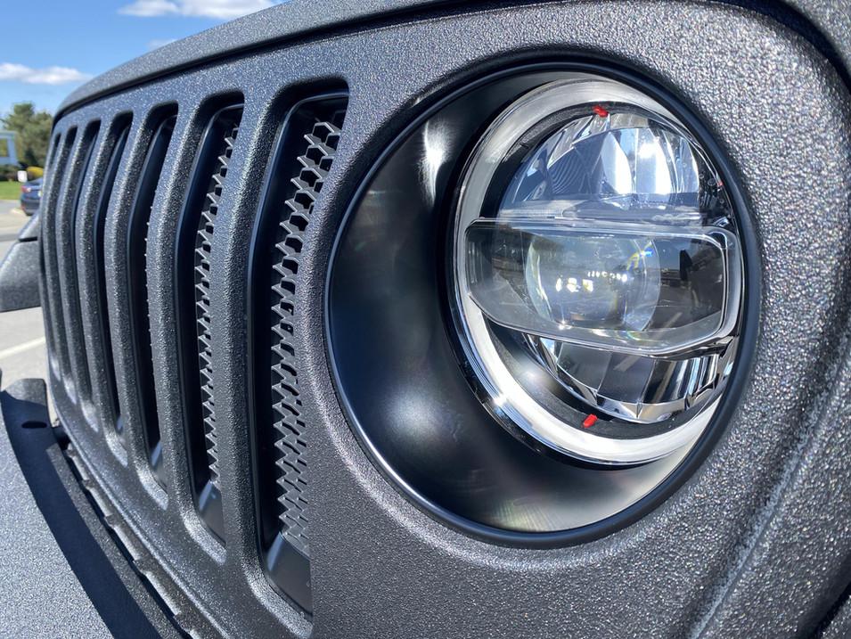 Thanis' Black Trail Coated Jeep JL