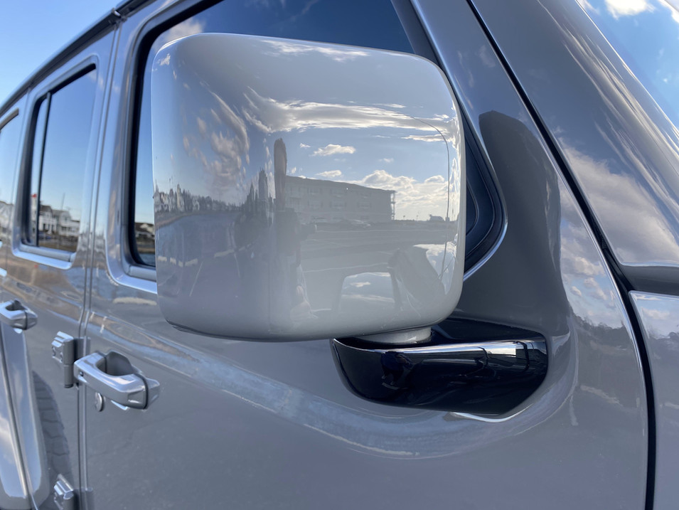 STING GREY AND BLACK JEEP JL PAINTED MIRROR