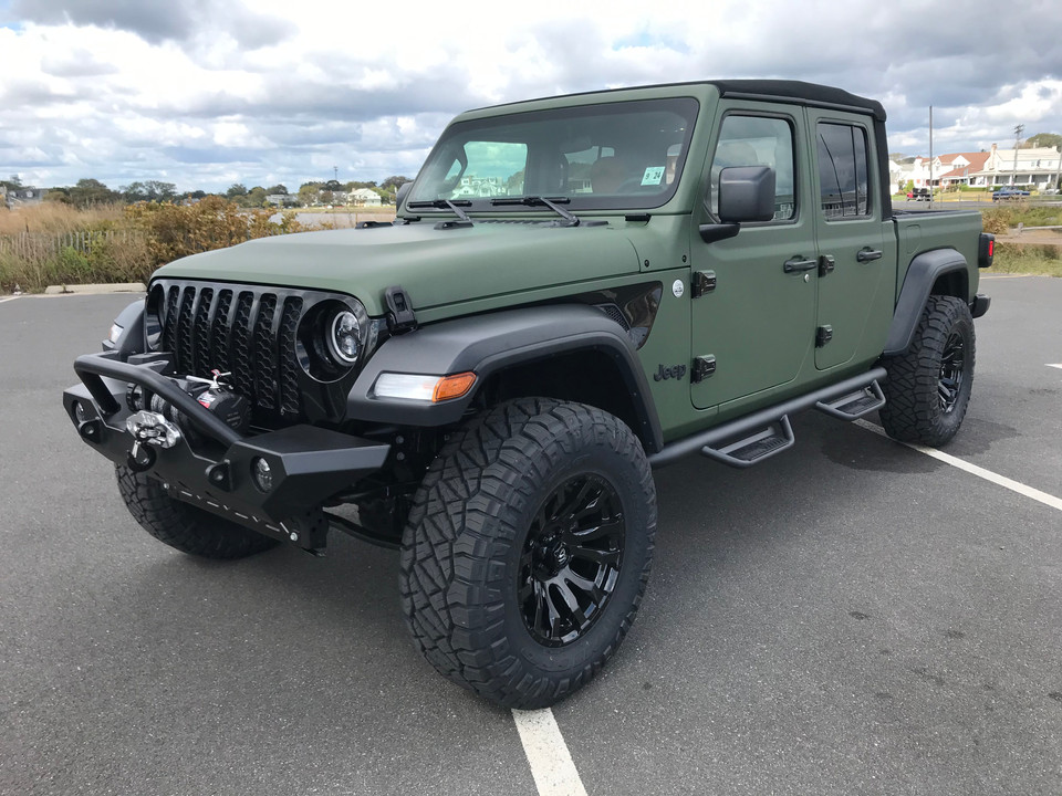 "Jeep Gladiator - Leveling Kit w/ 35"" Tires"