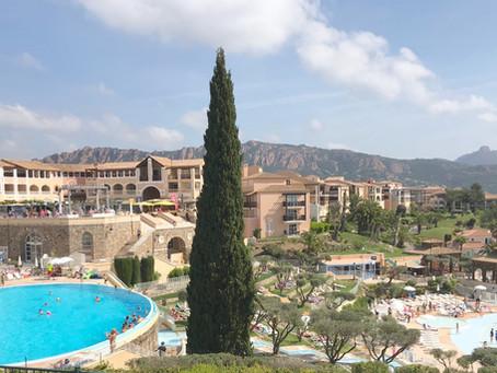 Appartement Centre Village vues Piscines, Massif Esterel et Mer.