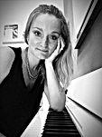 alice - musique à part - cours de musique paris - cours particulier de musique paris - cours de guitare paris - cours de piano paris - cours de chant paris - cours de batterie paris - cours de MAO paris - professeur de guitare paris - Emmanuel Hugues - professeur de piano paris -Alice Eeckeman