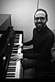Paulo - musique à part - cours de musique paris - cours particulier de musique paris - cours de guitare paris - cours de piano paris - cours de chant paris - cours de batterie paris - cours de MAO paris - professeur de guitare paris - Emmanuel Hugues - professeur de piano paris -Alice Eeckeman