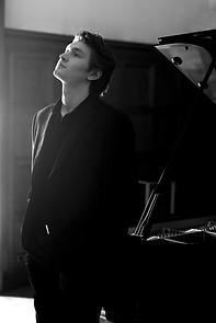 Harry-piano-web17.jpg
